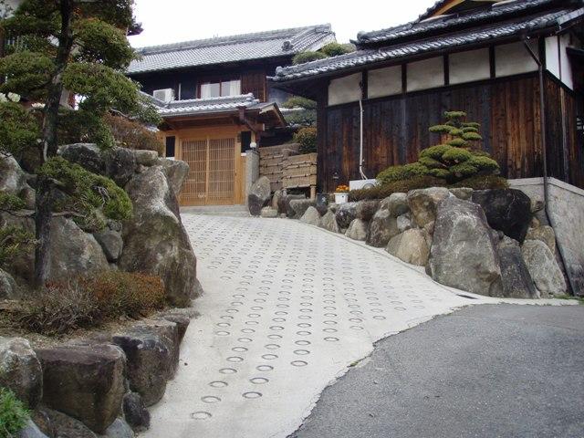 和風庭園 生駒石の石垣